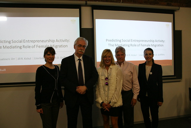 В ВШМ СПбГУ прошла презентация исследования влияния женской миграции на предпринимательство ученых из Школы бизнеса Маршалла