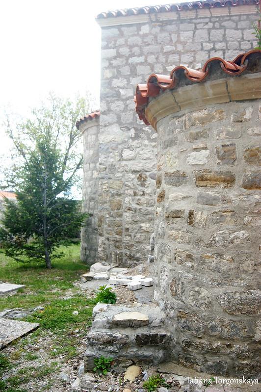 Апсиды церкви Св. Троицы и Успенского храма