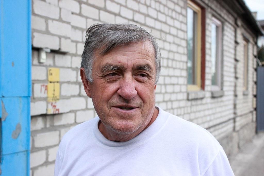9. Місцеий мешканець Володимир каже, тепер їздити вулицею приємно.
