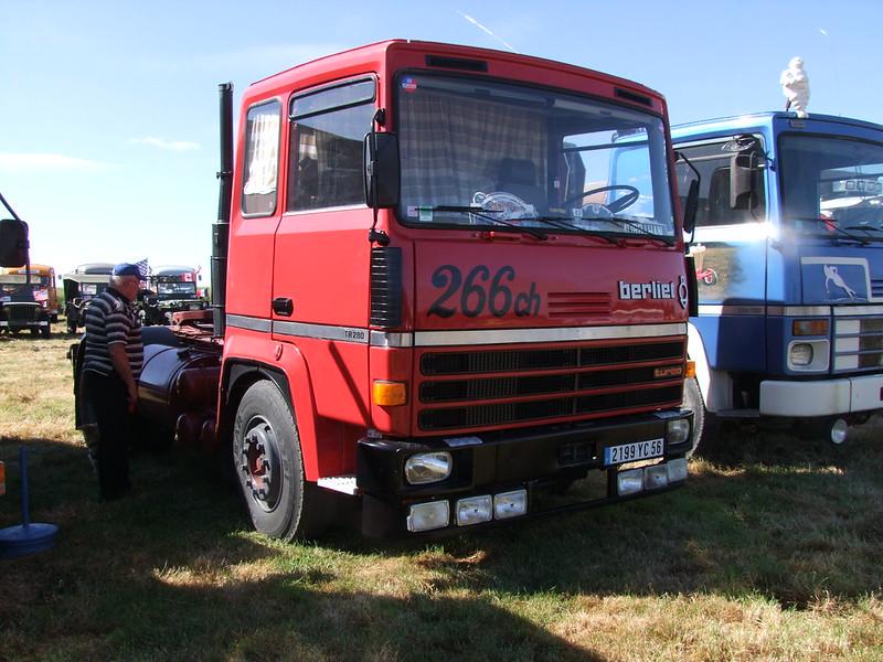 Rassemblement de camions anciens en Normandie 35159334640_7433a36408_c