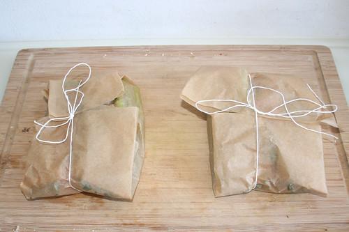 29 - Päckchen verschließen / Close pakets