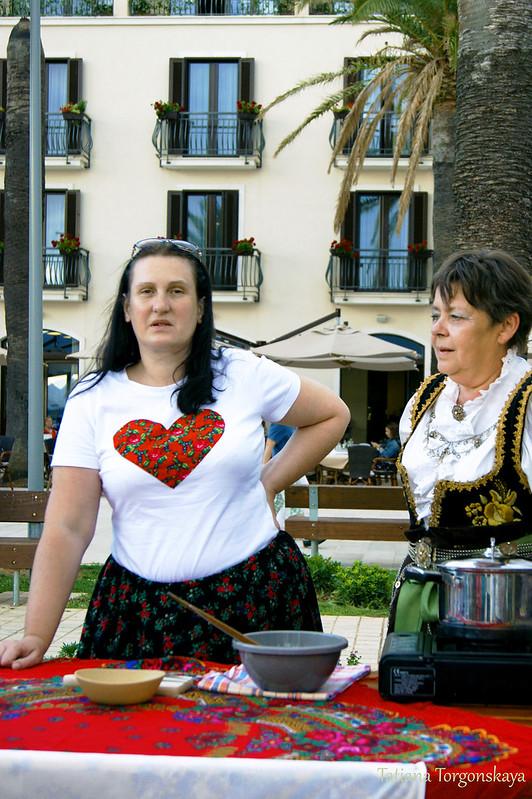 Столик гостей из Польши