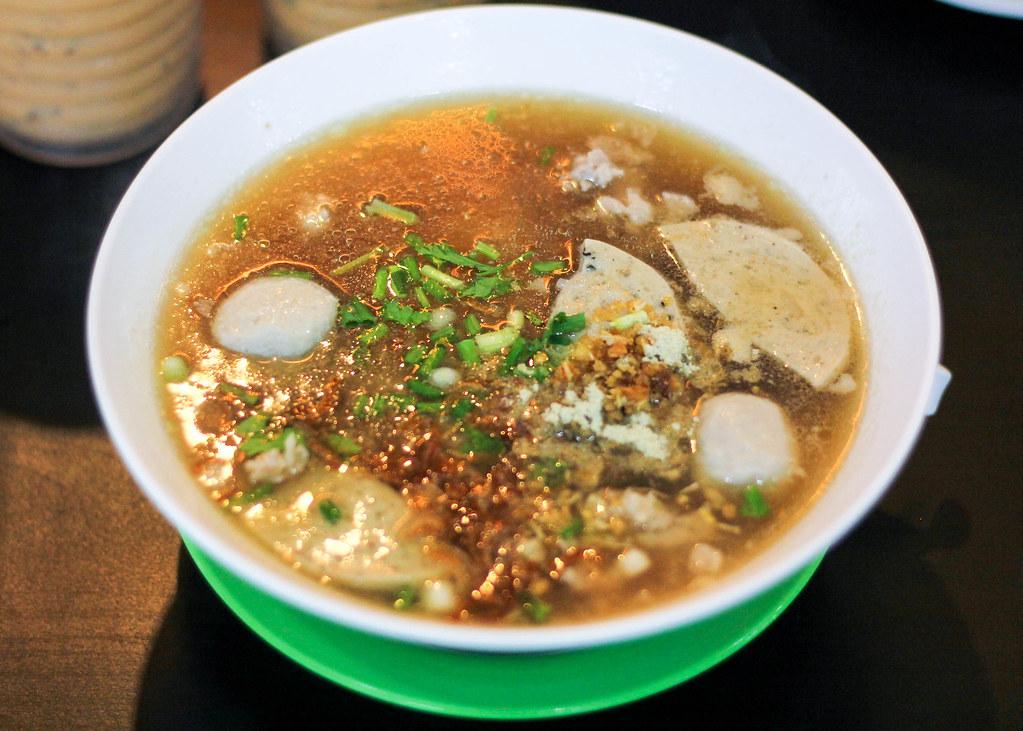 som-tam-suphasiri-pork-noodle-soup