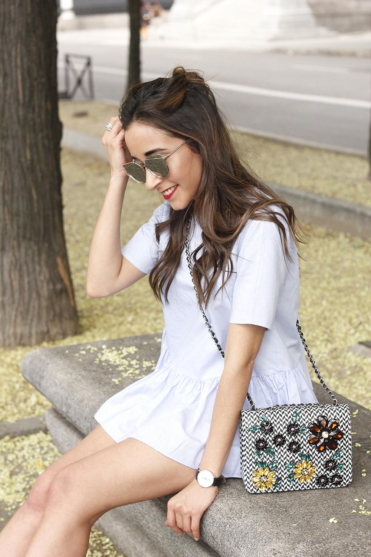 blue light striped shirt denim shorts uterqüe jewel bag accessories summer outfit13