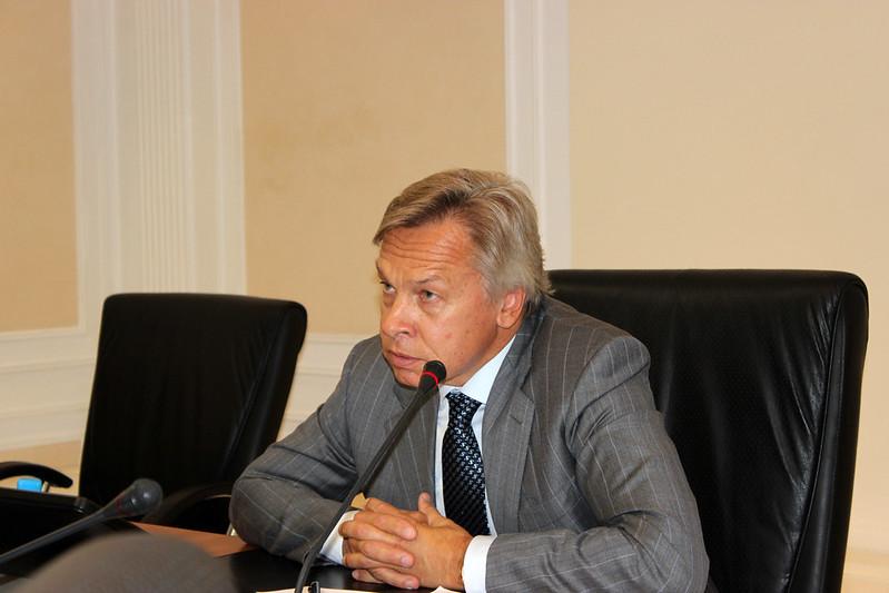 Алексей Пушков сенатор СФ, спикер заседания комиссии