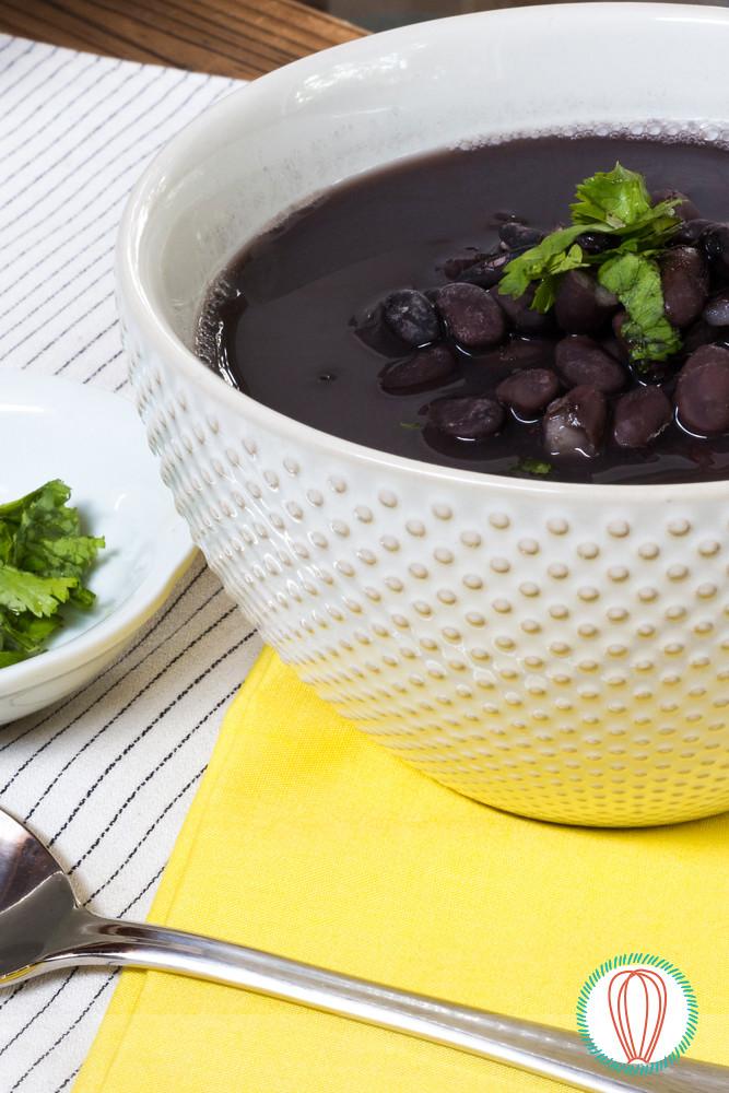 Black Bean Soup / Caldo de Frijol