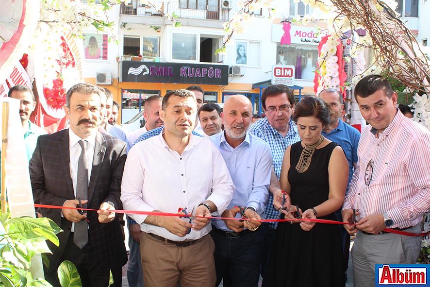 Manar Restoran'ın kurdele kesimi Kurdele kesimi protokol üyeleri ve işletme sahipleri ile birlikte yapıldı.