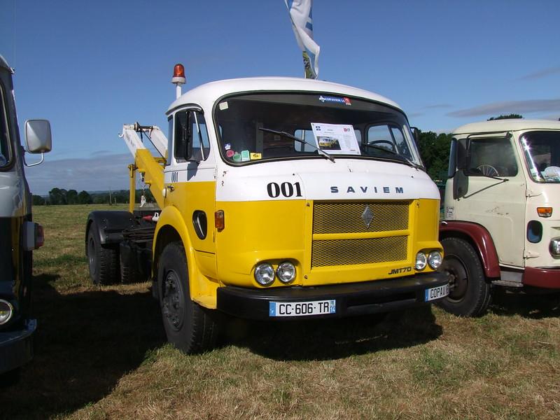 Rassemblement de camions anciens en Normandie 35364252692_167b9f8931_c