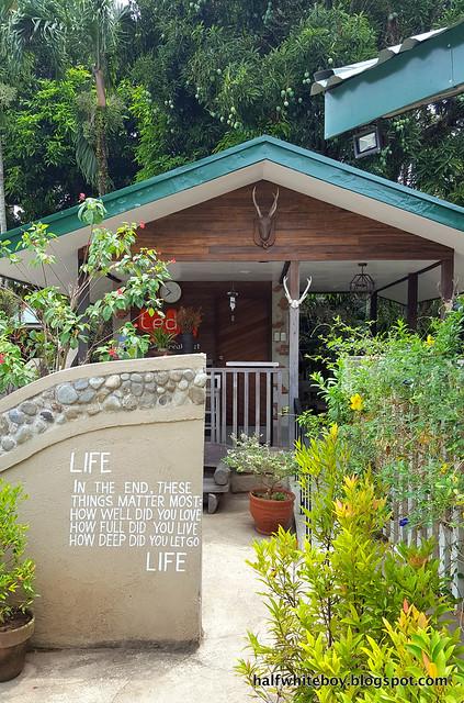 halfwhiteboy - ted's bed and breakfast, sta cruz, laguna 03