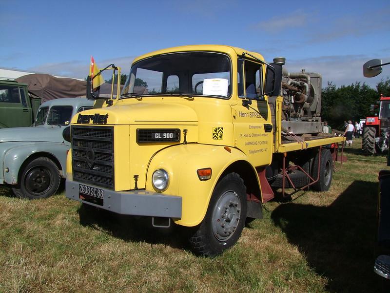 Rassemblement de camions anciens en Normandie 34706251054_07488f48eb_c