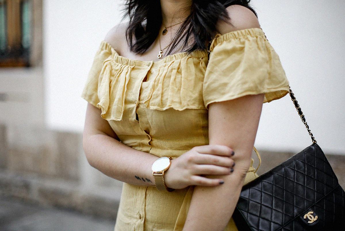 vestido-amarillo-hombros-descubiertos-zara-chanel-vintage-vestiaire-collective