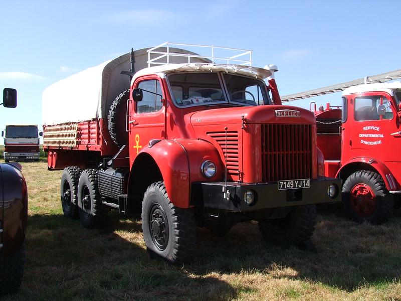 Rassemblement de camions anciens en Normandie 35507382286_7076c5b479_c