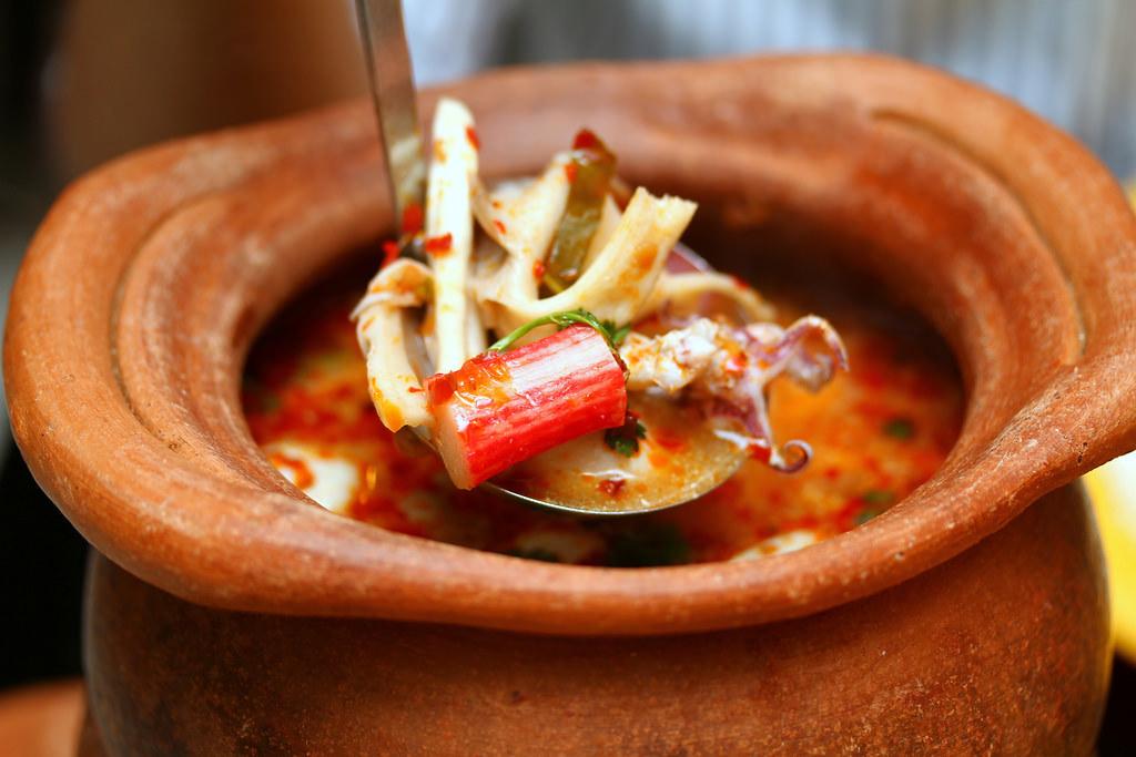 na-na-thai-tomyum-seafood-soup