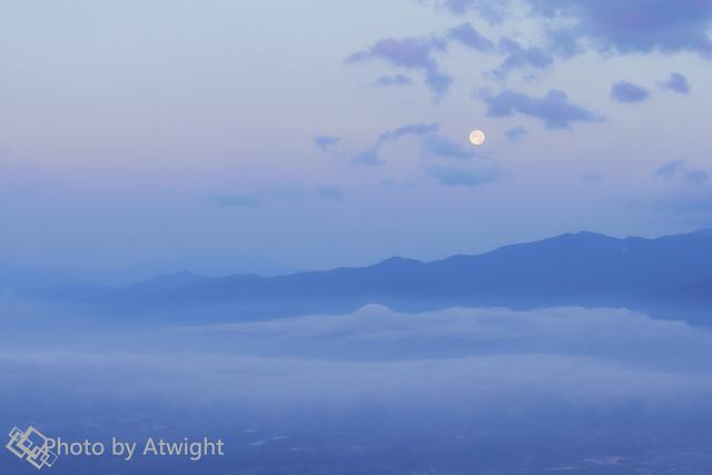 The full moon in a dawn