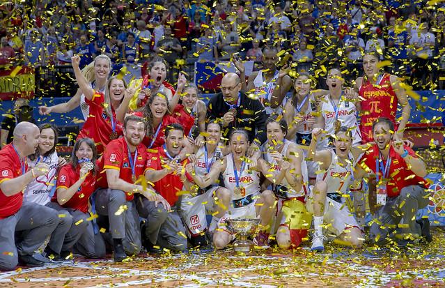 Victoria de equipo femenino de baloncesto español en el Eurobasket