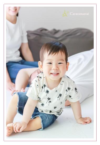 家族写真 ロケーション撮影 ファミリーフォト 1才の誕生日記念 自宅 愛知県瀬戸市 出張撮影 人気 オススメ フォトスタジオとは違う 自然な笑顔