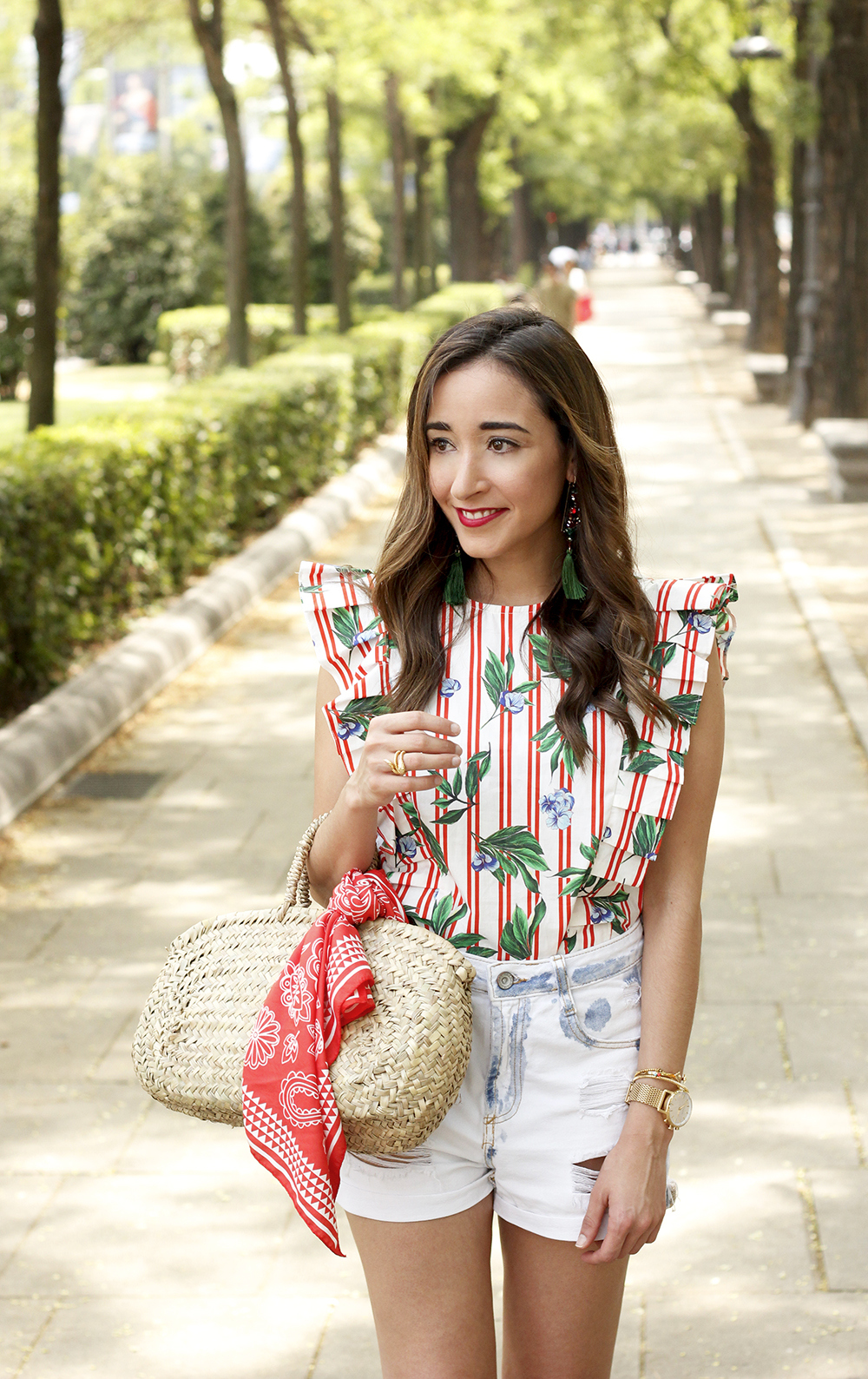 Top with stripes and ruffles midi heels ripped denim shorts summer outfit15