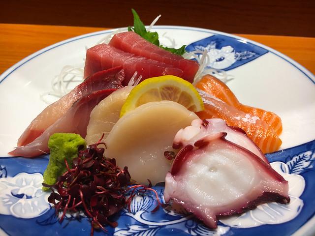 TOUAN Yakitori & Robata - SASHIMI - Assorted sashimi 5 types - Tuna, Salmon, Kanpachi, Octopus and Scallop
