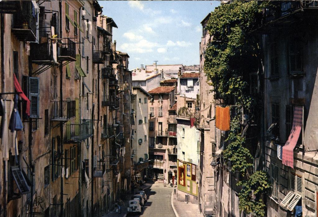 Ancienne carte postale de Nice : Vue sur le Vieux Nice.