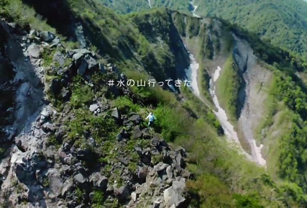 宇多田ヒカル、大山で登山!両手を広げ深呼吸「#水の山行ってきた」