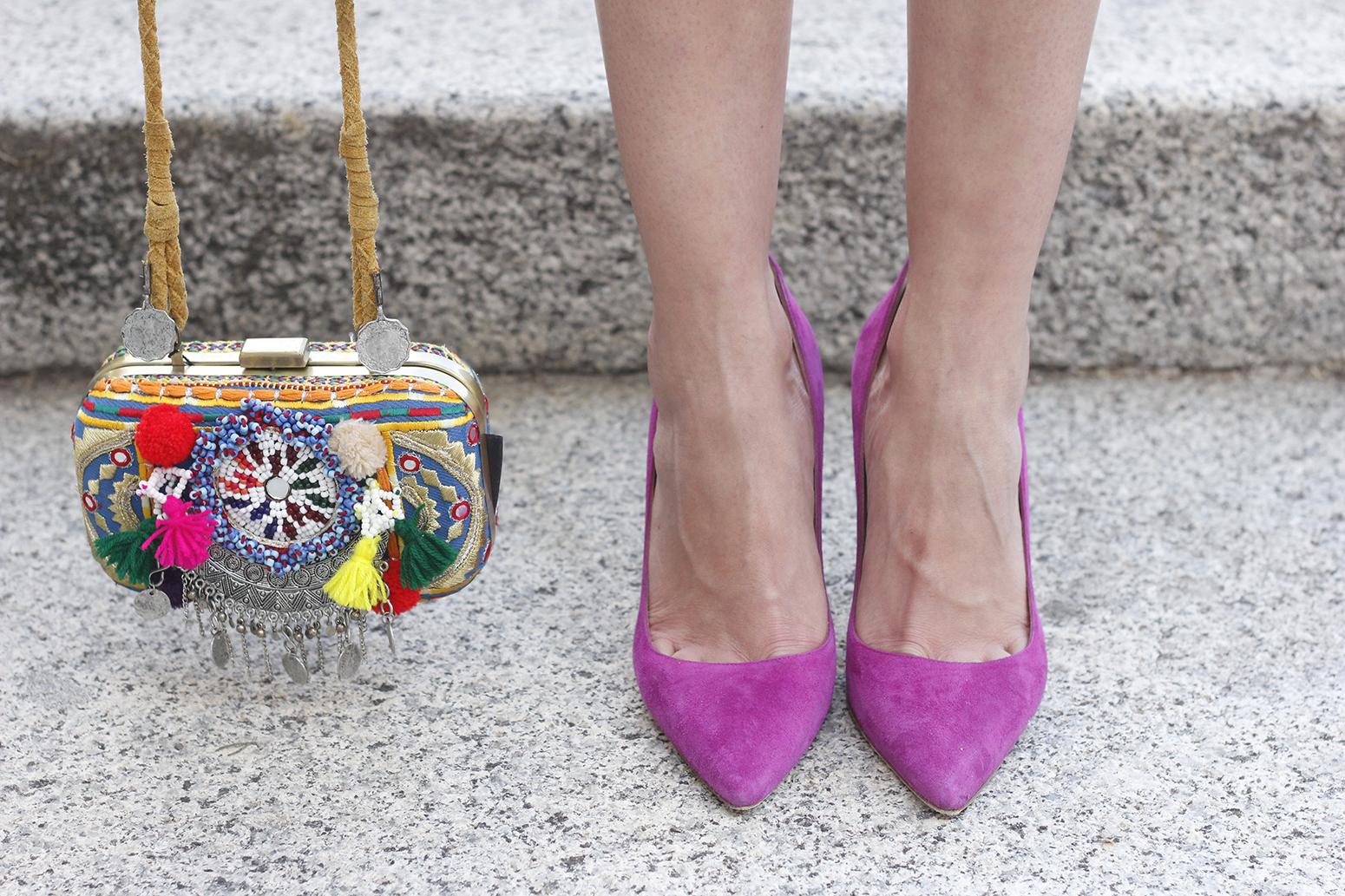 vichy skirt white t-shirt carolina herrera pink heels outfit style fashion summer18