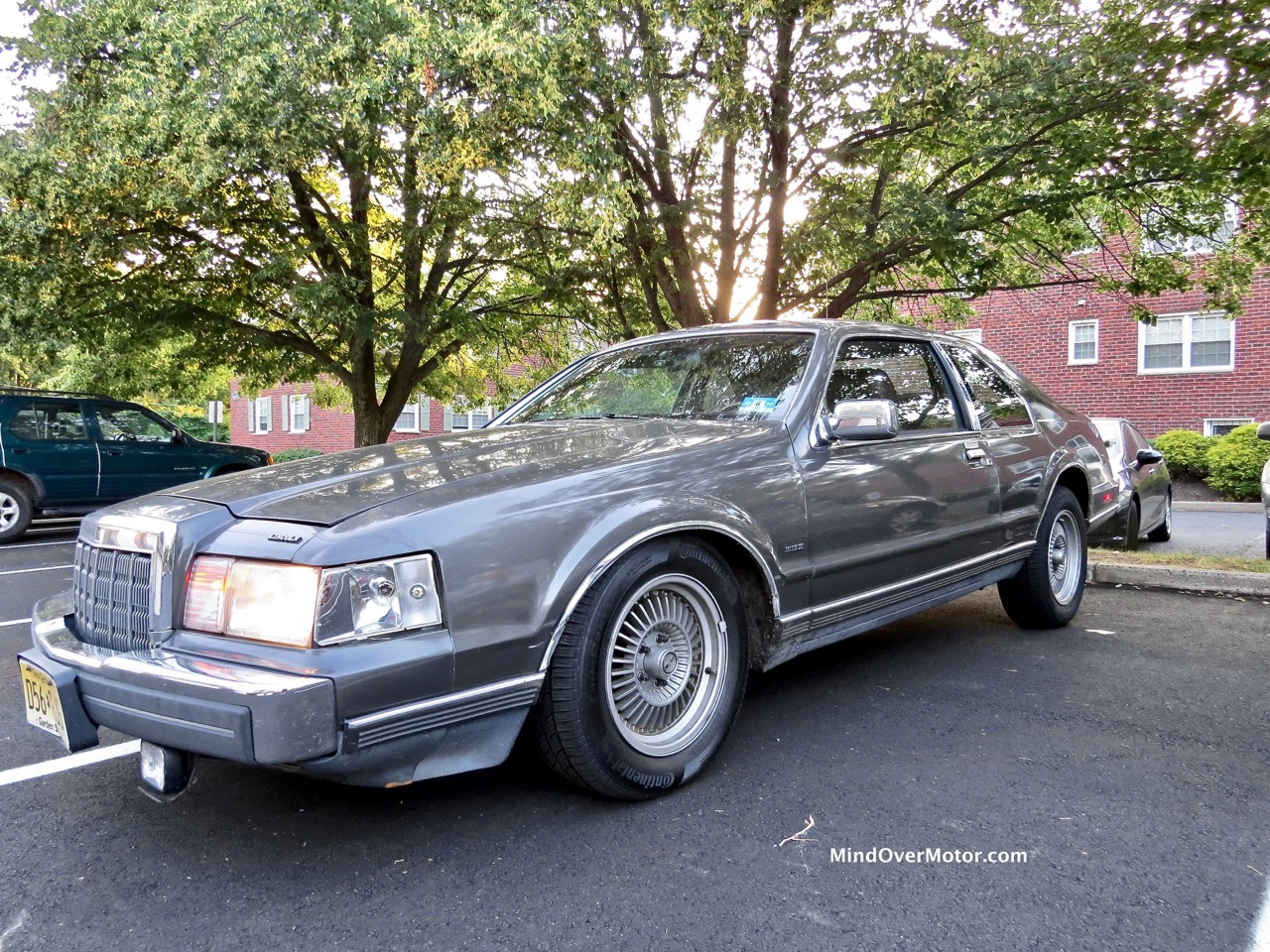 Lincoln Mark VII Front