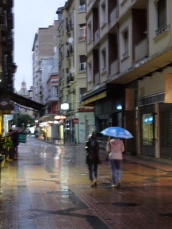 Andando la calle San Miguel