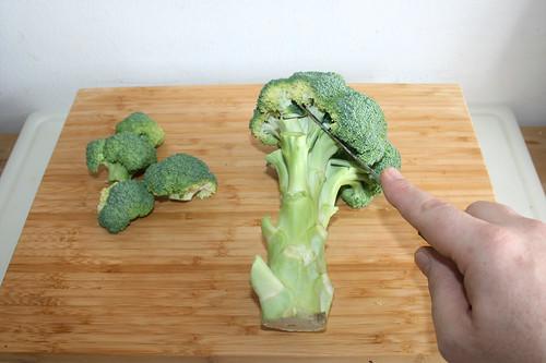20 - Broccoliröschen abtrennen / Cut broccoli florets