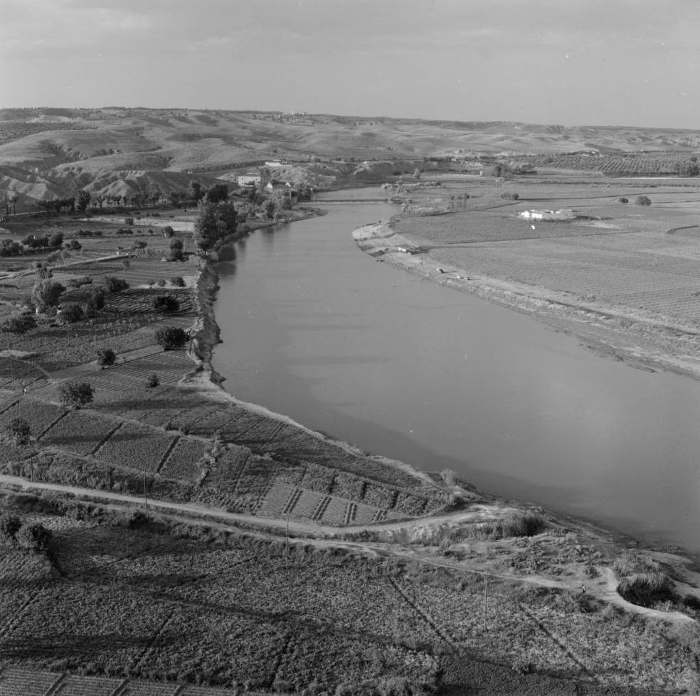 Playa de Safont y Río Tajo hacia 1960. Fotografía de Eugene V. Harris o Clarence Woodrow Sorensen © University of Wisconsin-Milwaukee/The Board of Regents of the University of Wisconsin System