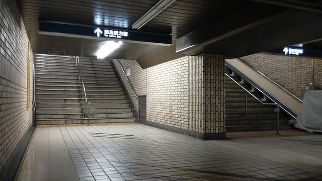銀座駅の階段がずれているのは数寄屋橋の橋脚がそこに埋まっているから (3)