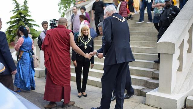 法王噶瑪巴造訪泰晤士河畔和平塔