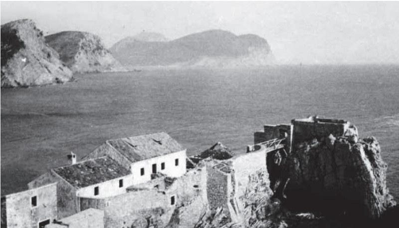 Вид на лазарет, мост и Кастио. Первая половина 20 века.