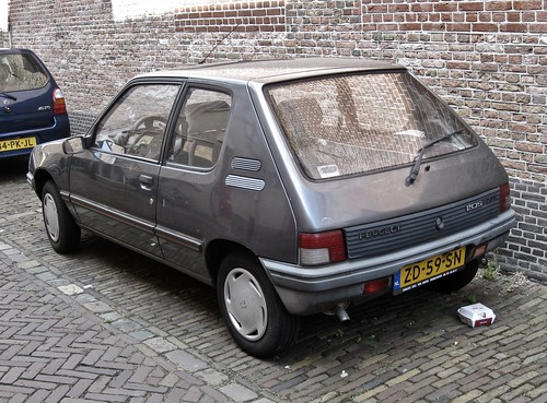 1990 peugeot 205 xe 1 1 u9 the 205 was a real succes and flickr. Black Bedroom Furniture Sets. Home Design Ideas
