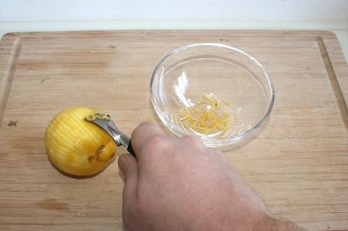15 - Zitronenschale abreiben / Grate lemon peel