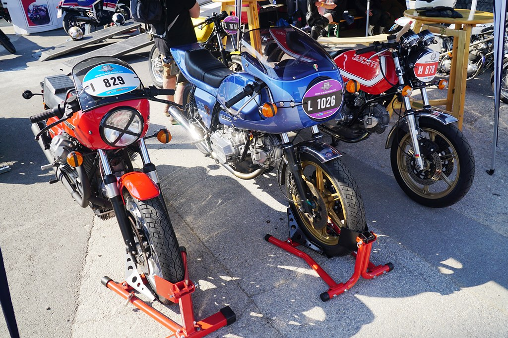 Sympa Ce Bleu Pour La Ducati Darmah 900SS De Peter Ziegle