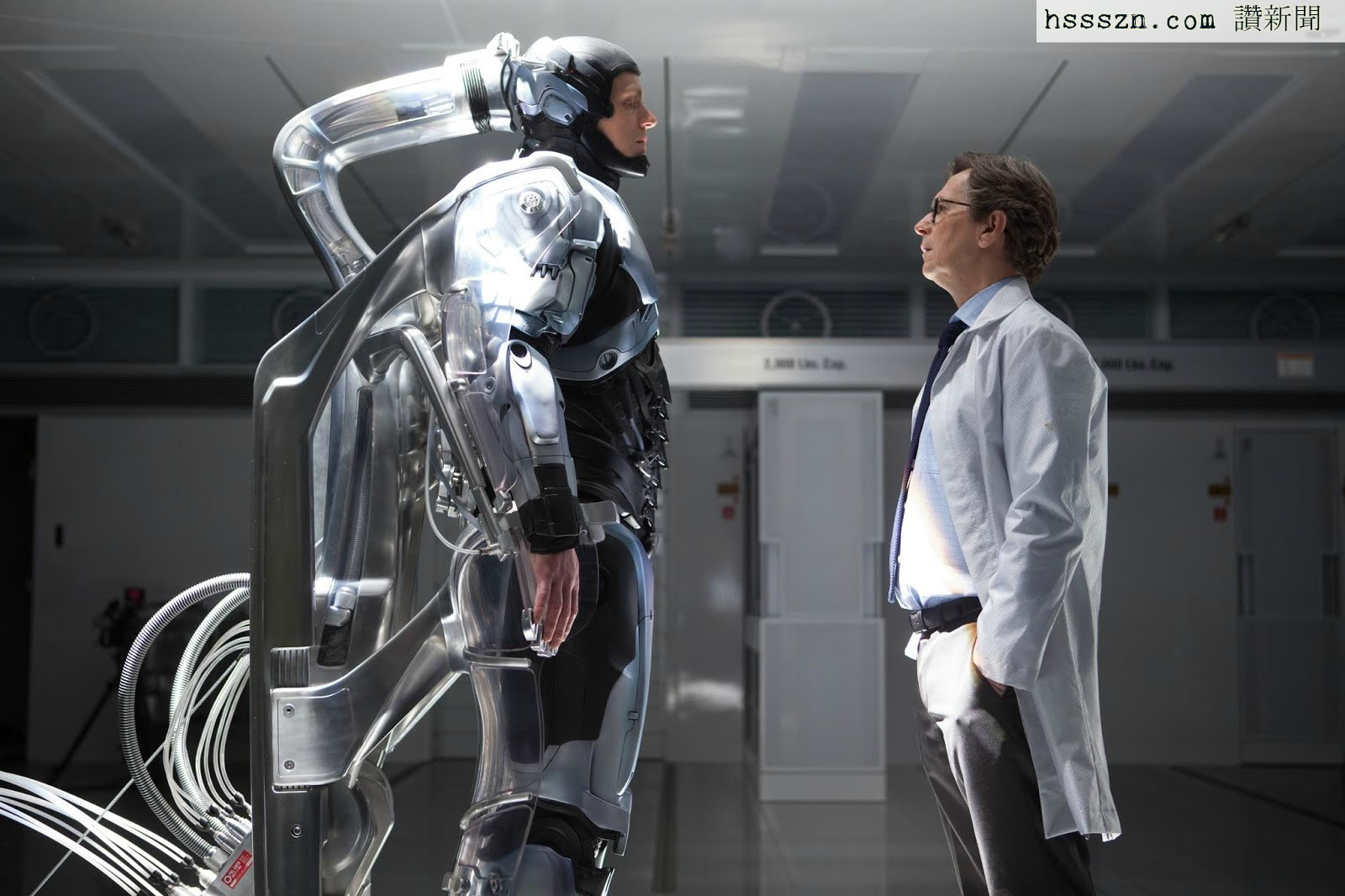 still-of-gary-oldman-and-joel-kinnaman-in-robocop-2014-large-picture