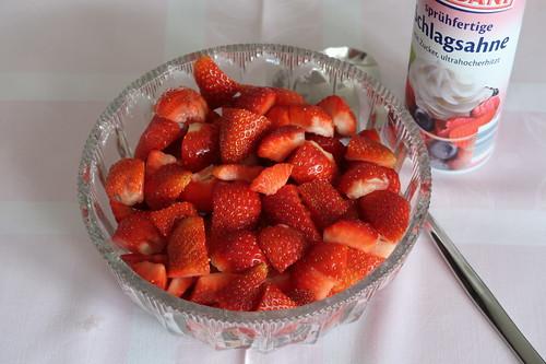 Erdbeeren mit Schlagsahne (Schüssel)