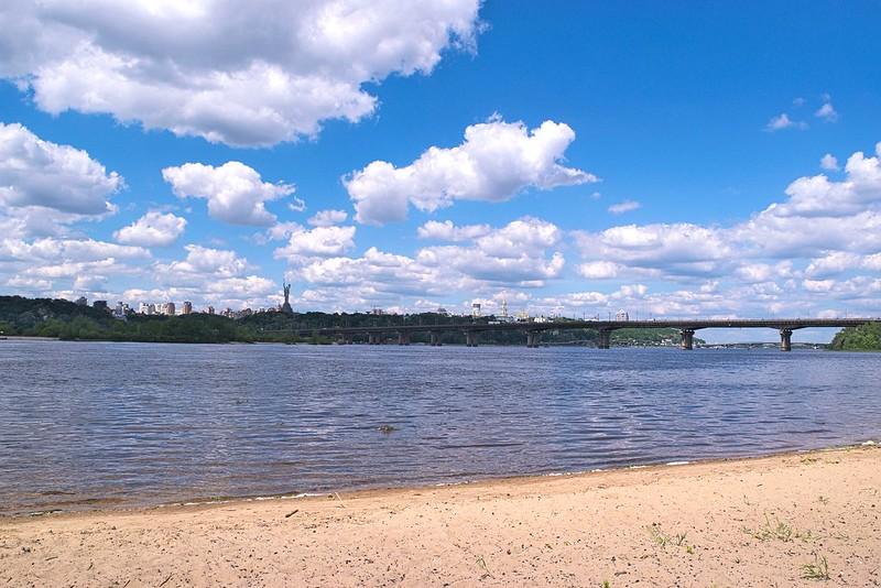 Дніпровська набережна