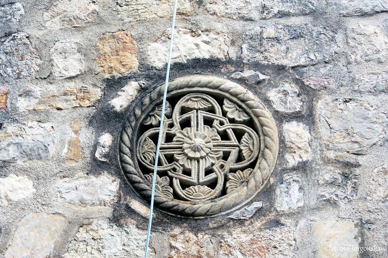 Розетка на фасаде церкви Успения Пресвятой Богородицы
