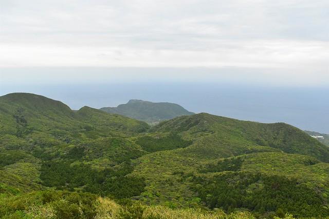 八丈島・三原山のカルデラ