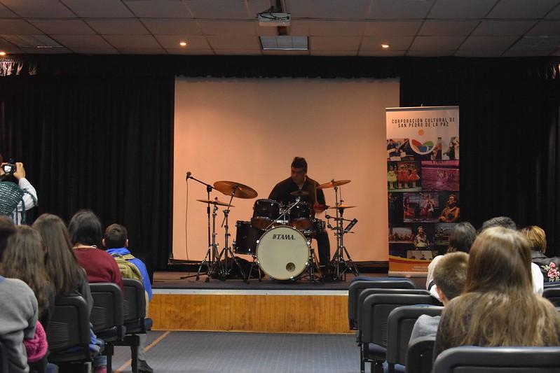 Presentación de batería en colegio Concepción