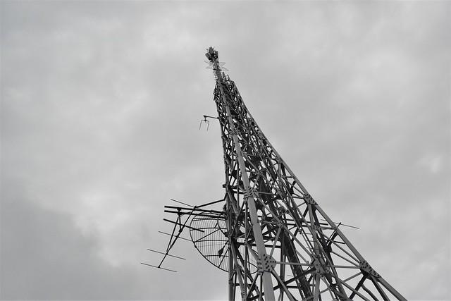 八丈島・三原山 山頂の電波塔