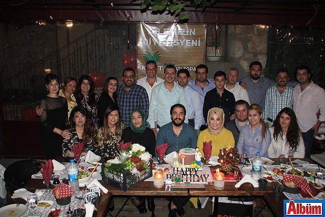 Diyetisyen Necati Topal'ı ailesi ve yakın dostları doğum günü partisinde yalnız bırakmadı
