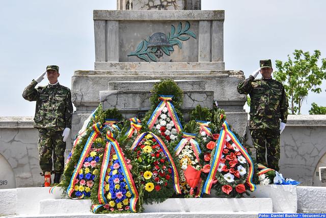 La Cimitirul Eternitatea din Tecuci - Ziua Eroilor - part 2 Depunere de Coroane