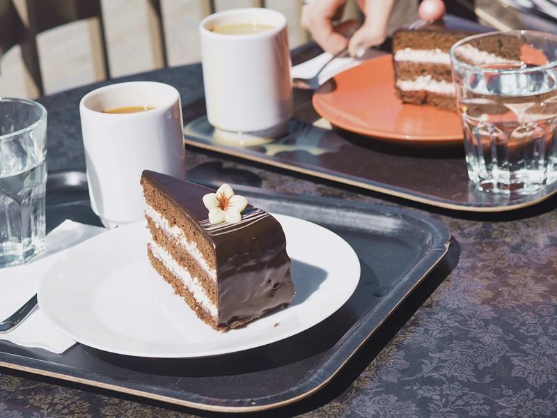 vadelmasuklaa-kakku-salacavala-kuopio-tori