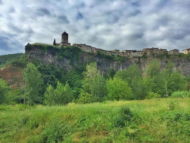 Castellfollit de La Roca, uno de los pueblos más bonitos de La Garrotxa (Girona)
