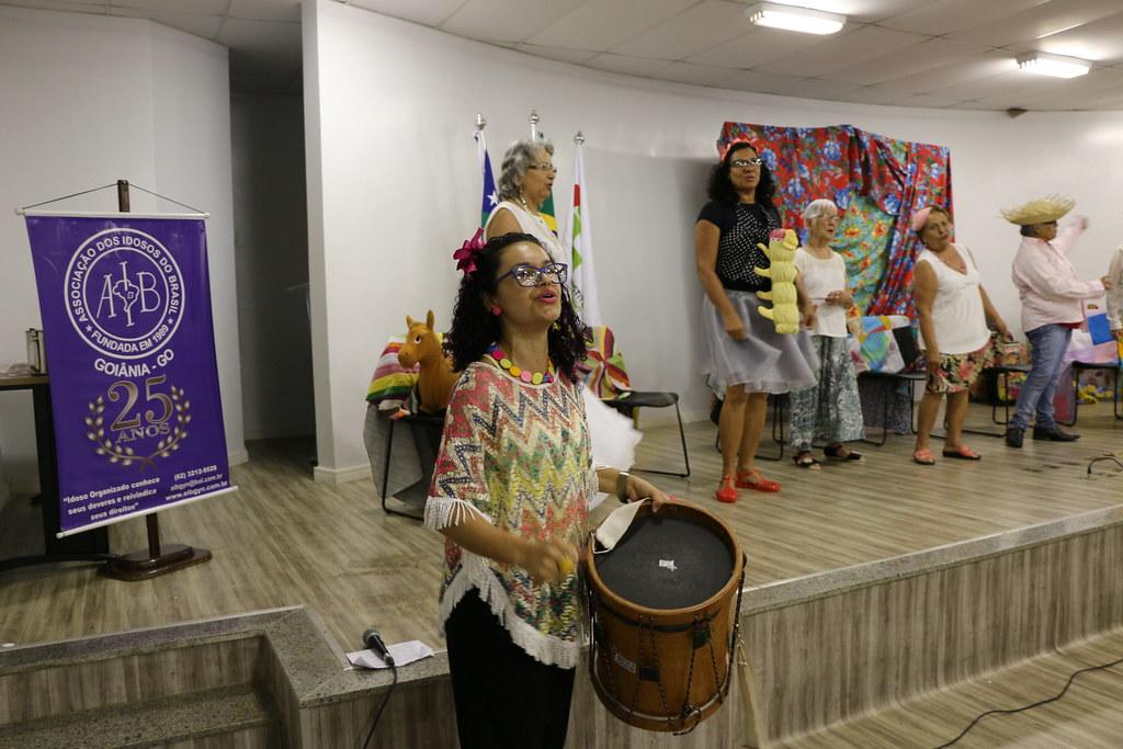 Apresenação  do grupo de teatro Flor do Ipê