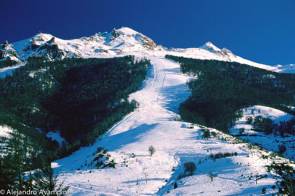 Cerro Catedral con nieve en invierno