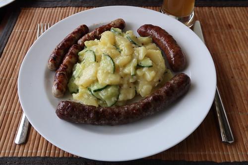 Dreierlei Bratwürste (Nürnberger, Wild und Rind) zu schwäbischem Kartoffelsalat