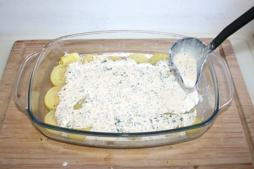 46 - Etwas Kräutersauce hinzufügen / Ad some herb sauce